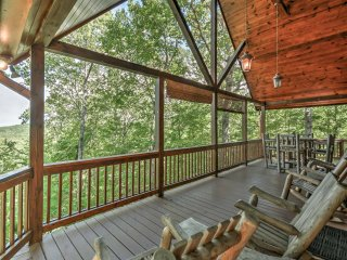 NEW! Luxurious 3BR Blue Ridge, GA Cabin w/ Hot Tub
