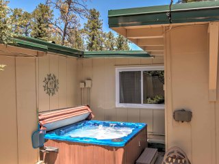 Ruidoso Cabin w/ Hot Tub: 10 Min. Walk to Main St!