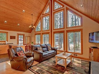 Cozy cabin near the Lake and Suncadia! Free Night Specials! Hot Tub | WiFi