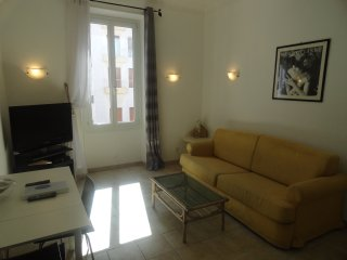 Central and Cosy 2 Bedroom Apartment a few minutes from The Croisette and The Pa