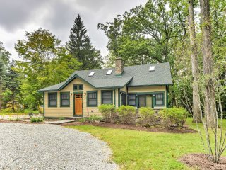 New! 'Sugar Berry' 4BR Remodeled Laughlintown Home