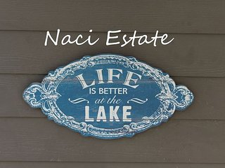 Beautiful Home on 20 acres overlooking Lake Nacimiento!