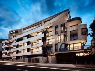 Essendon Lux Sub-penthouse 3 Br 3 Ba 3 Car spaces great city views close to city