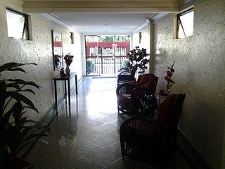 Hall de entrada do prédio visto de outro ângulo