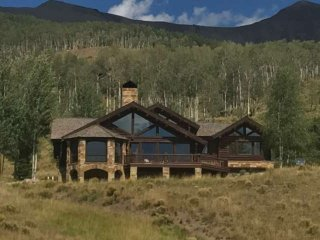 Stunning Aldasoro Ranch Log Home - Spacious, Serene and Scenic....yet easy