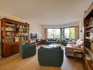 W132 - Gorgeous 2 br apartment in central Paris