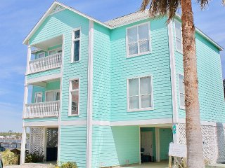 Delightful house that's about a 5 minute walk from the beach!!!