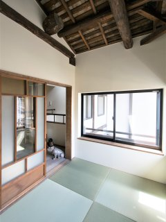 Tatami room (can accommodate one double size mattress)