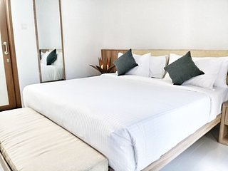 Seminyak Room Suites 10 Eat Street PREMIUM LOCATION - Modern Bedroom