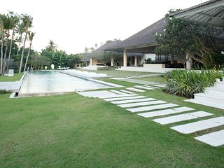 8 Bedroom Magical Villa, feature garden and pool, Canggu;
