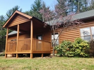 Ridgetop Retreat-Views, Pet Friendly, Private