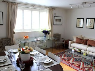 Amazing Value Kensington Apartment & FREE Parking