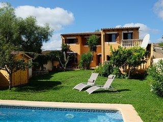 Bonita finca a 12 km de Palma con piscina y jardín privado