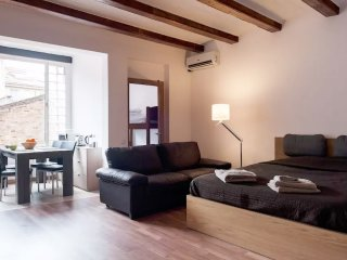 Loft with parking nearby, close to Sants station