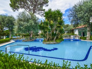 Sorrento center APPARTAMENTO CUORE with shared pool, wifi