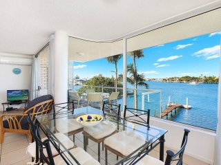 AMAZING WATERFRONT VIEWS SUNSHINE COAST!!! H330