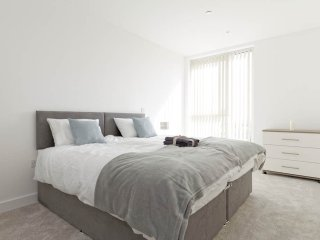 New spacious 2bed luxury flat in vibrant Greenwich. London City Airport 9 mins.