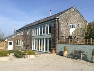 CARADOW BARN - Stunning self-catering barn conversion apartment in Launceston