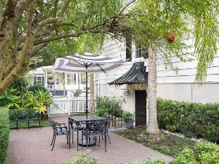 Stay with Lucky Savannah: Modern 1842 Garden Level with Private Courtyard