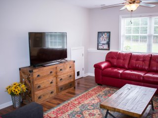 4 min from Liberty University: 2 BR/1 BA downstairs apartment