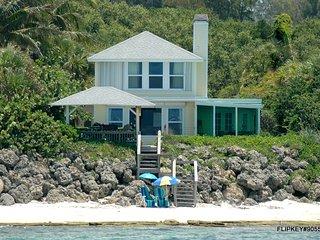 Charming Gulf front 1916 Siesta Key Beach House with Gazebo