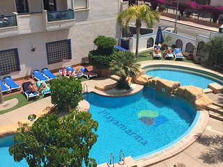 2 Bed Penthouse Apart with sea & pool views