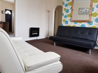 Vicarage Lane, 2 Bed apartment, Sleeps 6