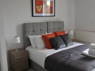 Cygnet House with Balcony Serviced Apartment by Ferndale