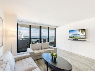 Stunningly Upgraded Unit With Panoramic Bay Views At The Grand Condominium!!!