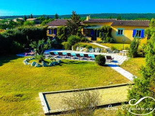Lou-Cigalou: Cette villa se divise en 2 logements : < Lou Grihet & La Cigala >
