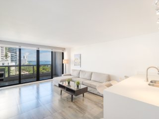 Amazing Apartment With Dramatic Biscayne Bay Views At The Grand Condominium!!!