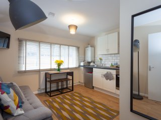 Boutique Apartment Metres From Eden & Town Centre