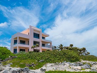 Stunning Oceanfront Contemporary villa close to Akumal!