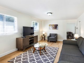 LAD71 - Lovely & Bright Two Bedroom One Bathroom Home in West Hollywood