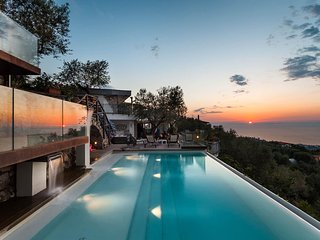 Villa Davide, infinity pool, seaview, jacuzzi, terrace