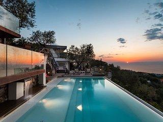 Villa Davide - infinity pool, seaview, jacuzzi, terrace