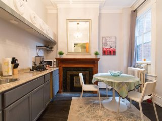 Charming Historic Cap Hill Remodeled 1 Bedroom Apartment, King Bed, Deck...