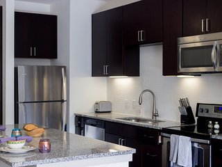 35 Modern Apt | 2BD2BA ★ Walk to A&M & Restaurant's ★ Free Parking