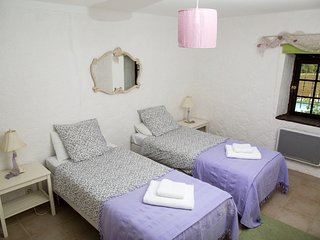 Ground floor bedroom with twin beds