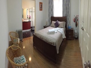 Bed and Breakfast Room 3, close to city and airport, convenient location