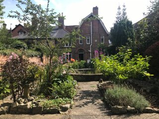 Fabulous Arts & Crafts home in the heart of Marlborough, sleeps 7