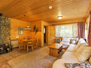 Romantic Riverfront Cottage - 1 Mile to Winthrop!