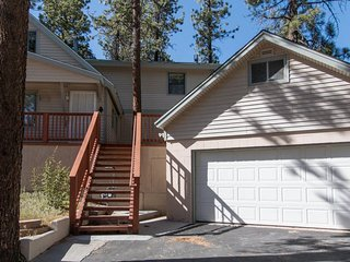 Gorgeous 4 bed 2.5 bath Cabin w Hot Tub&BBQ Grill - 3 min to the slope!