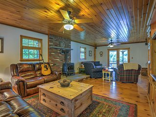 Elk Mtn Home w/Deck Near Ski Lifts-March Discount!