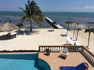 INCREDIBLE VIEWS, BREEZES, & POOL/BEACH ACCESS! 3BR/2BA - Hol Chan Reef Resort
