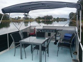 Grafton 2 Yamba Houseboat Hire - Idyll Aweigh