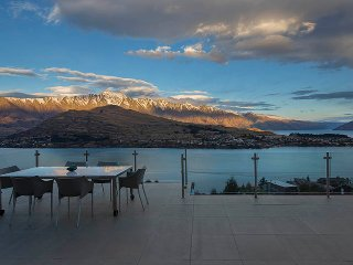 Mountain & Lake Views - Amazing Accom