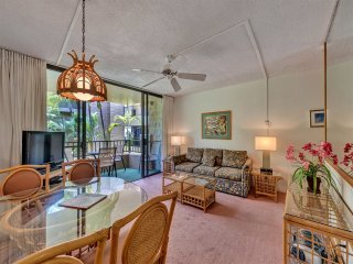 Mellow Maui Style! Lanai w/Lush View, Full Kitchen, WiFi, Flat Screen–Paki Maui
