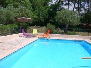Au cœur de la Provence, sur un hectare  d'oliviers se niche « le mas de Jean ».
