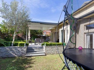 Beautiful family home 5 mins to Curl Curl Beach